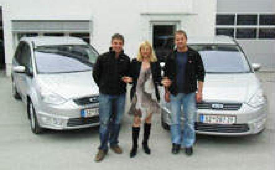 2 neue Firmenautos